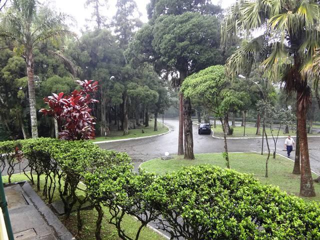 Jardim ao fundo da Casa de Visitas.