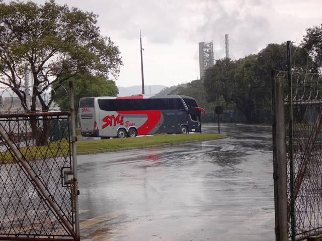 A visão do paraíso: nosso ônibus nos aguardando.