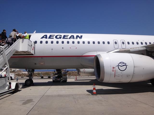Embarcando no avião da Aegean.