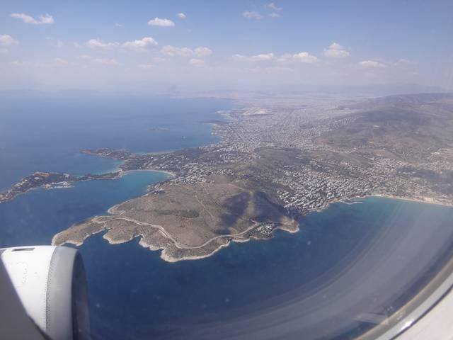 Sobrevoando Atenas, Grécia.