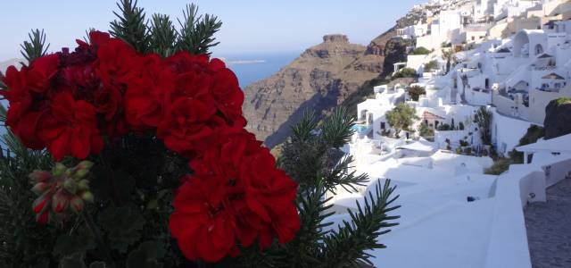 Deixe a correria de lado e relaxe em Santorini.