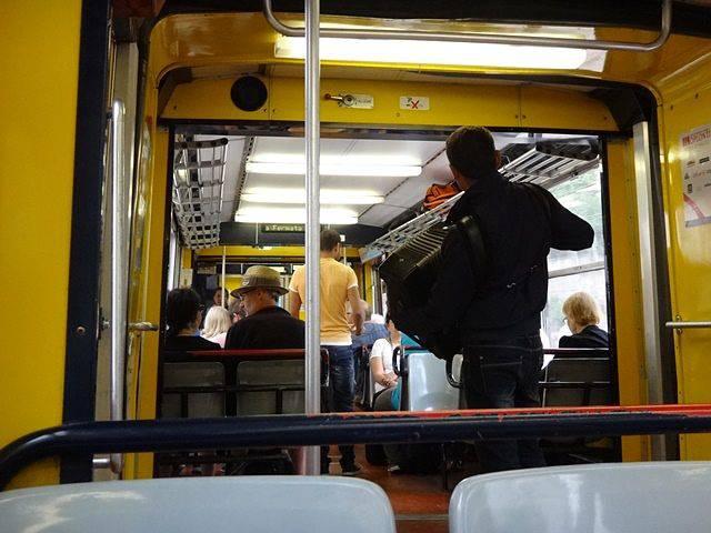Sorrento: sanfoneiros dentro do trem