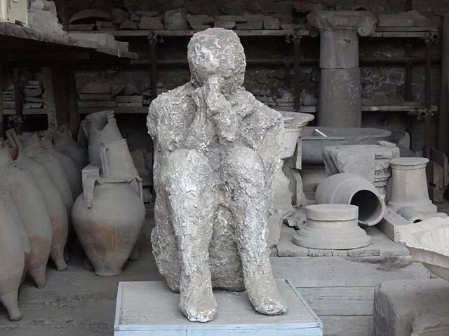 Pompeia: corpos petrificados no galpão