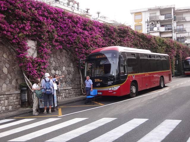 Ônibus da SITA, que percorre a Costa Amalfitana.