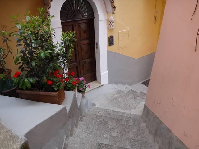 Não deve ser fácil morar em Positano, com tantos degraus.