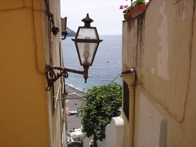 De vez em quando, olhe para trás e admire a paisagem de Positano.