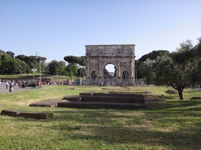 Arco de Constantino, em Roma, ao lado do Coliseu.