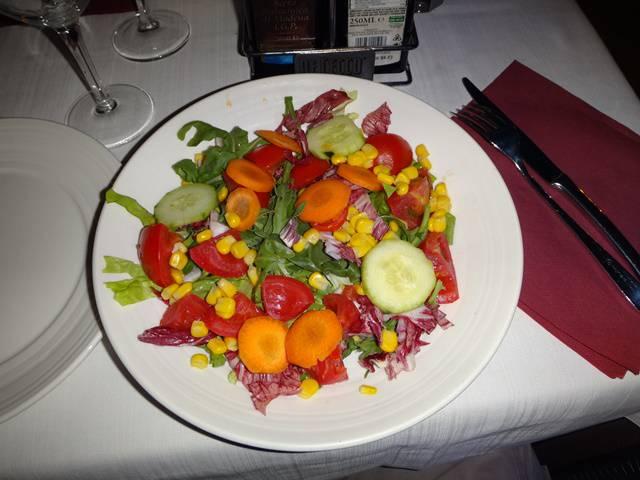 Salada no Gran Caffè Maggiore.