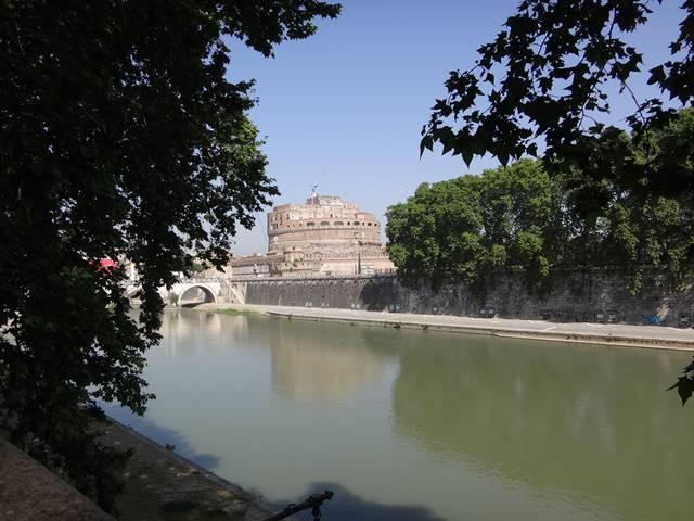 Roma: Rio Tibre com o Castelo Sant'Angelo ao fundo.