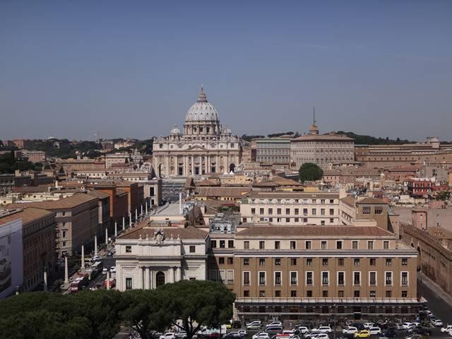 Igreja de São Pedro, no Vaticano, vista do terraço do Castelo Sant'Angelo.