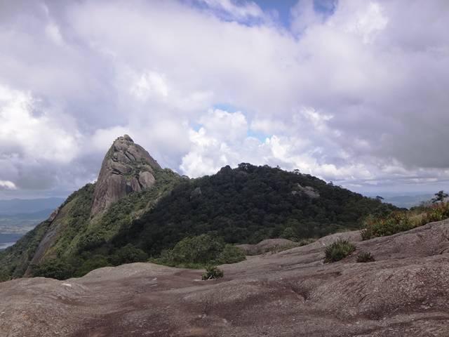 Pedra do Cume vista da Pedra das Flores