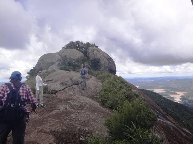 Mais alguns passos para chegar na Pedra do Cume