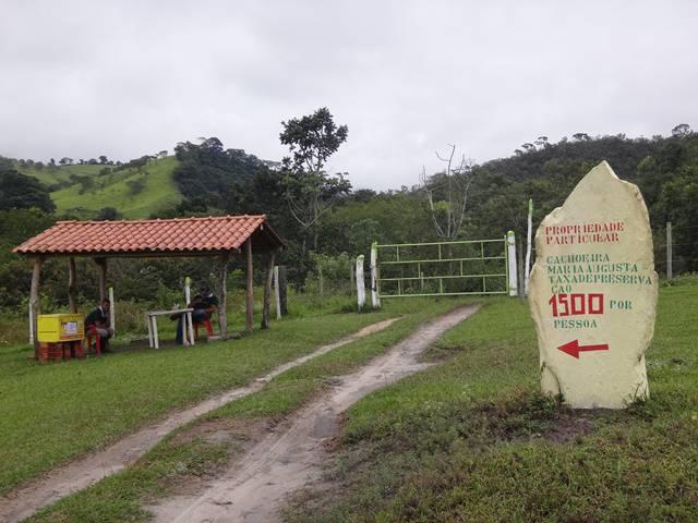 Portaria para pagamento da taxa e acesso para a Cachoeira