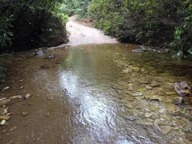 Riacho na trilha para a Cachoeira Maria Augusta.